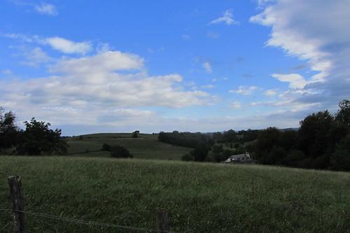 20120924 26 074 Jakobus Pyrenäen Wolken Bäume Wiese