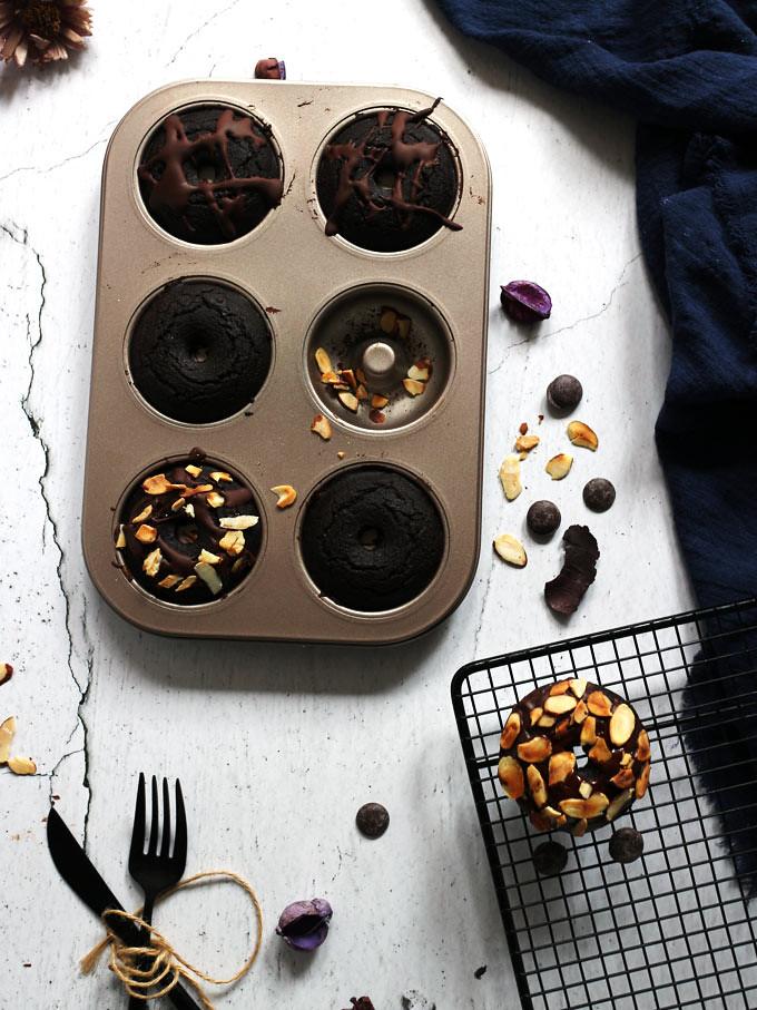 全素雙層巧克力烤甜甜圈 vegan-baked-double-chocolate-doughnuts (2)