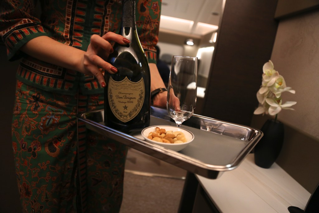 Singapore Airlines First Class Suites champagne