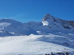Laghi Cime Bianche 2812 mslm (Valtournanche). Partenza della funivia per il Plateau Rosa 3480 mslm   #PlateauRosa #Valtournenche #valledaosta #lavallee #PlateauRosa #Cervinia #discesa #discese #slopes #truck #ski #neve #snow