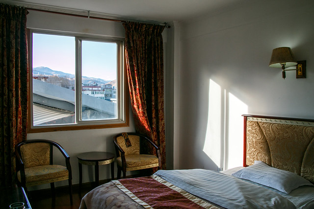 bedroom of a hotel in a small town, eastern tibet 東チベットの小さな町のホテル