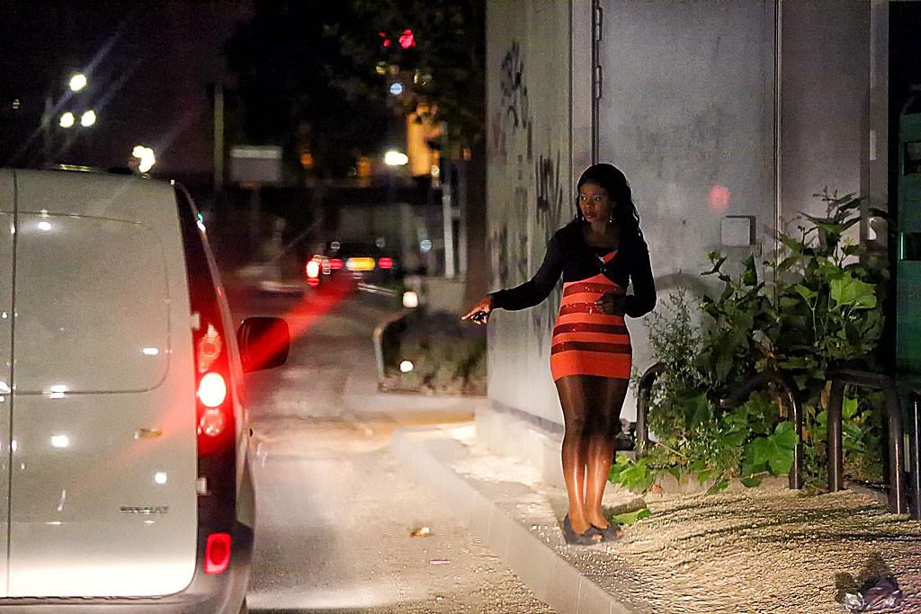 Как снять проститутку в париже таджички проститутки девушки