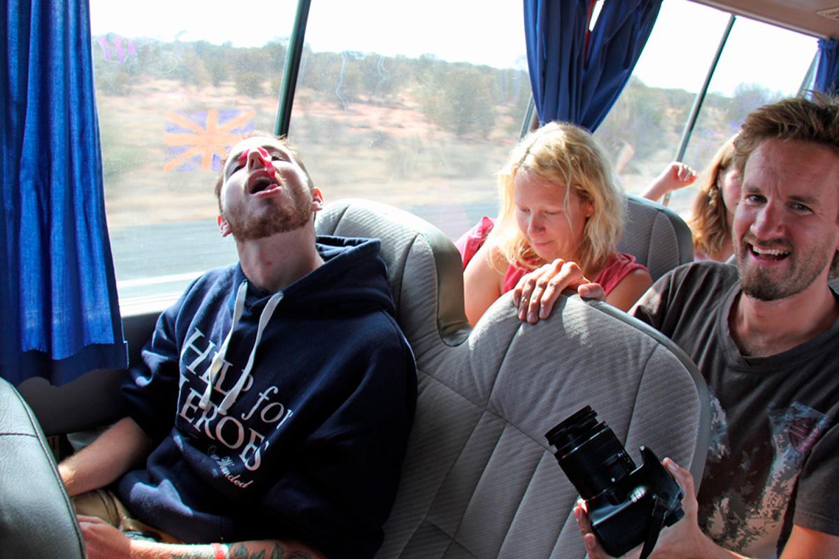 Uluru_bussissa