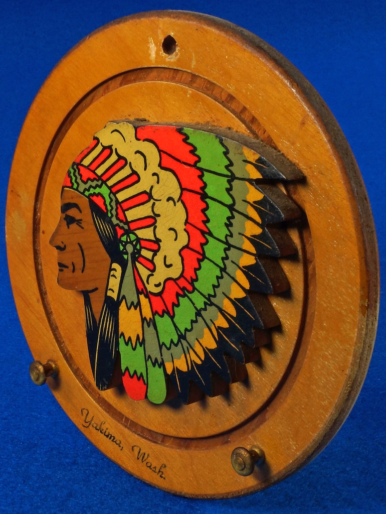RD20612 Vintage Indian Chief Wall Hanging Wood Plaque Yakima, Wash. Souvenir DSC05098