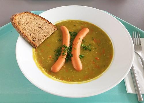 Pea stew with vienna sausages & farmhouse bread / Erbsensuppeneintopf mit Wiener Würstchen & Bauernbrot