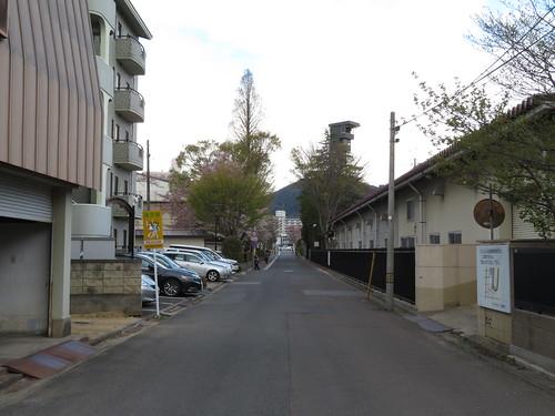 福島競馬場と福島第二中学校の間の道