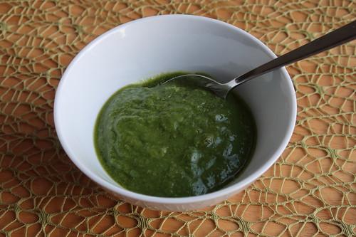 Pesto aus Möhrengrün