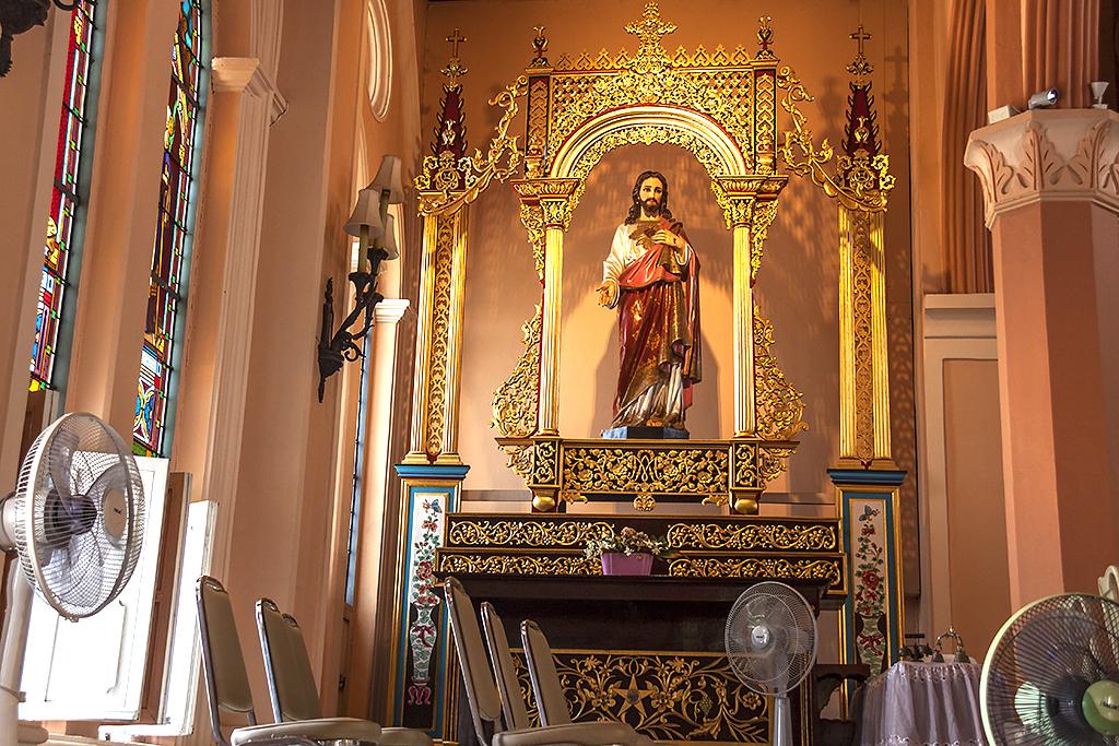 Inside cathedral--Chanthaburi 2