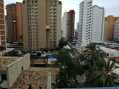 Fabulosas vistas despejadas, muy soleado. Solicite más información a su inmobiliaria de confianza en Benidorm  www.inmobiliariabenidorm.com