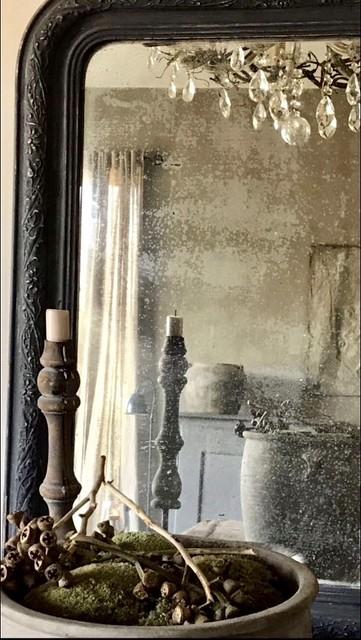 Oude spiegel, kandelaars