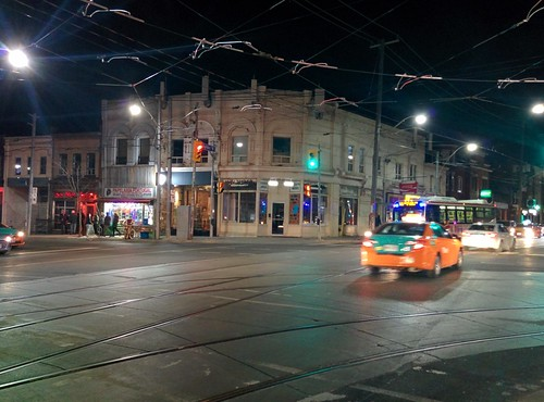 Looking west, Dundas at Ossington #toronto #ossingtonave #dundasstreetwest #intersection #night