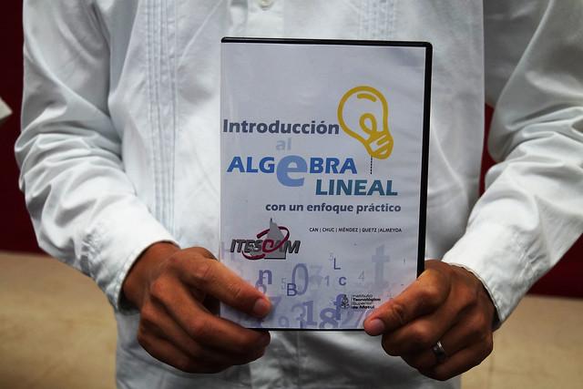 """Entrega del libro """"Introducción al álgebra lineal con un enfoque práctico"""" al ITESCAM"""