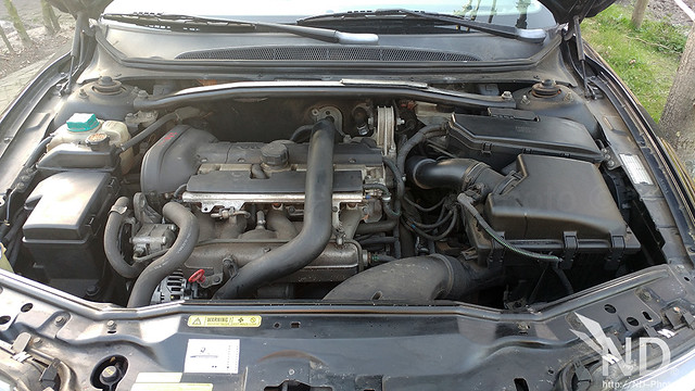 Volvo S80 2.4T Engine bay
