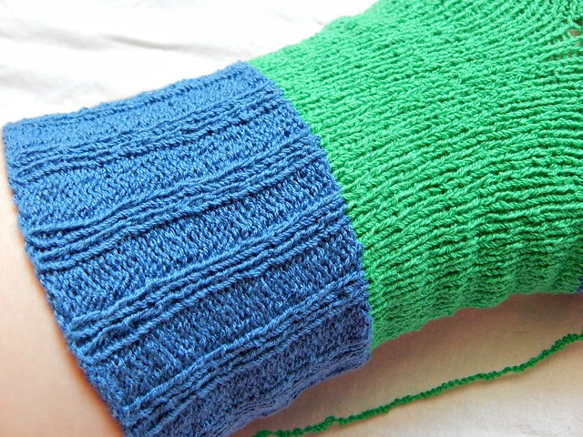 Носки спицами из хлопка стрейч - процесс и промежуточные фотографии | Knitted elastic cotton socks, process photos | HoroshoGromko.ru