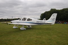 N916CD Cirrus Design SR-22 (0318) Popham 130909