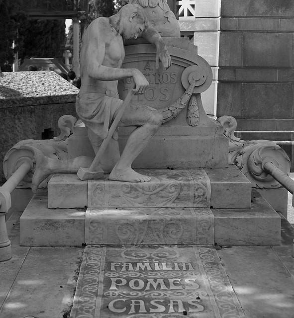 Panteó Pomés Casas, Cementiri de Montjuïc, Barcelona.