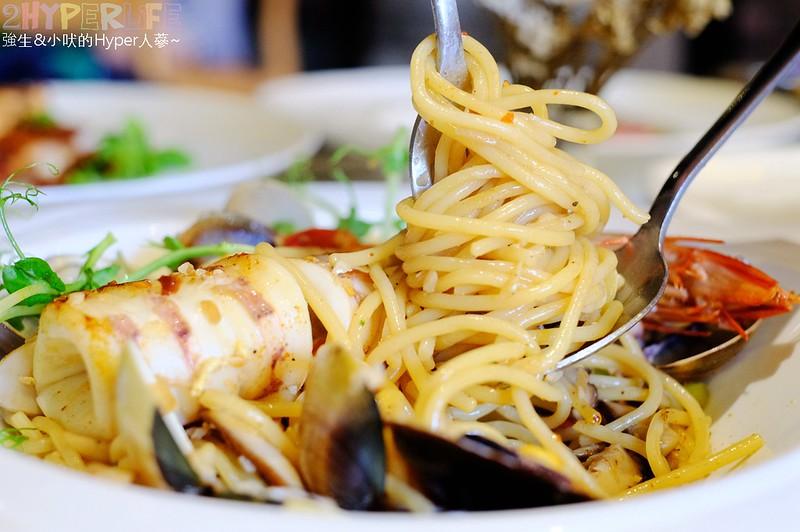 蘑菇pasta│東海商圈裡的義式潮店,有各種風格打卡牆可拍網美照之外,義大利麵燉飯和黑糖珍奶舒芙蕾鬆餅都豪好吃啊! @強生與小吠的Hyper人蔘~