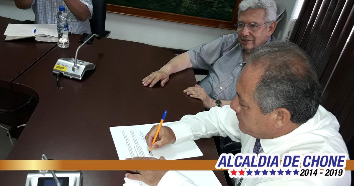 Convenio de cooperación entre el GADM Chone y PUCE Manabí