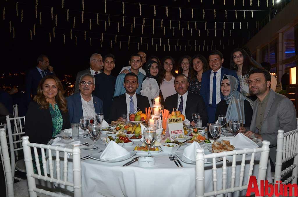 Dışişleri Bakanı Mevlüt Çavuşoğlu, AK Parti Antalya milletvekilleri İbrahim Aydın, Sena Nur Çelik, Gökçen Özdoğan Enç, Mustafa Köse, AK Parti İlçe Başkanı Mustafa Toklu