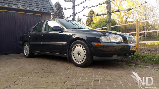 Volvo S80 2.4T side view