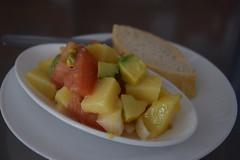 Ensalada de patatas, cebollas, tomates y naranja - El Cangrejo