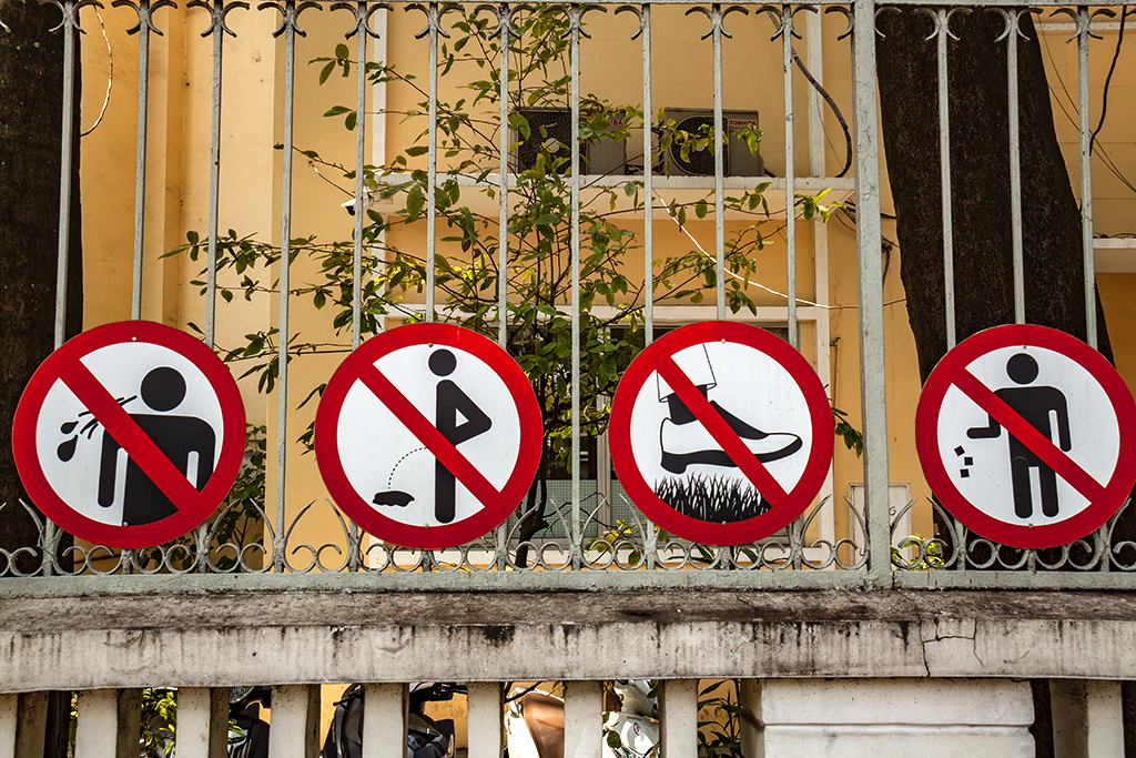 No spitting, urinating, steeping on grass and littering--Saigon
