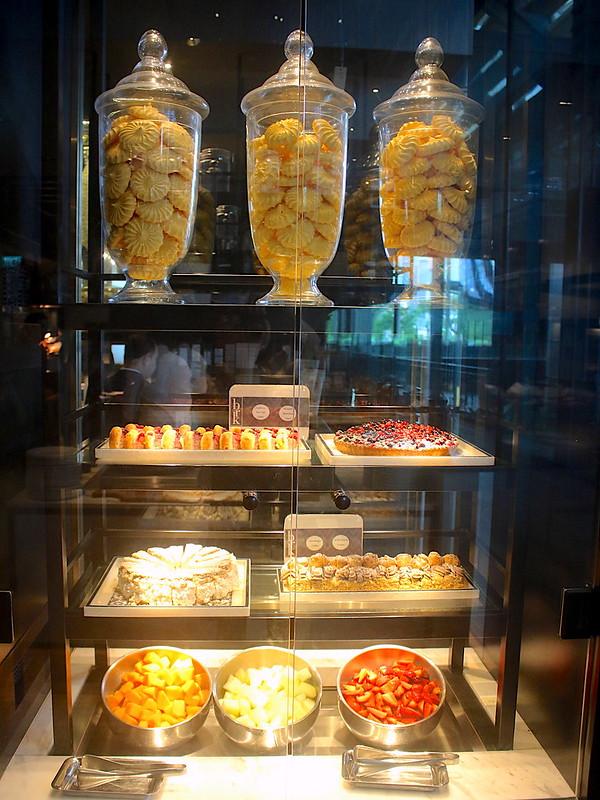 Dessert cabinets