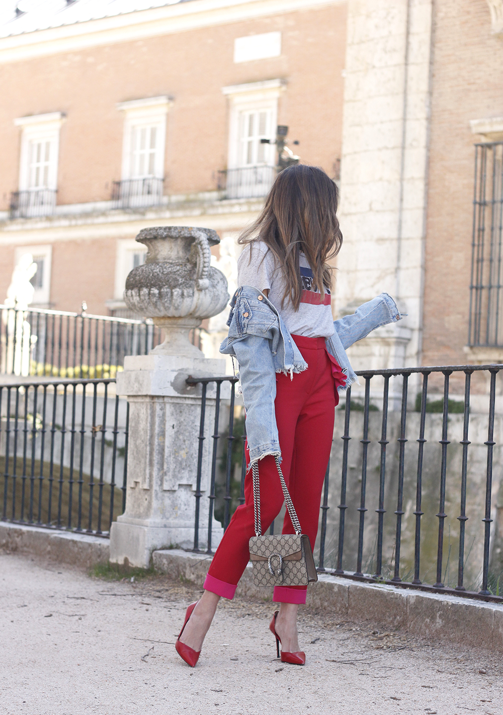 Red trousers levi's t-shirt gucci bag denim jacket red heels outfit spring07