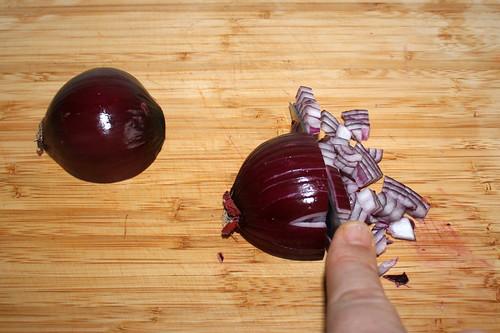 39 - Rote Zwiebel würfeln / Dice red onion