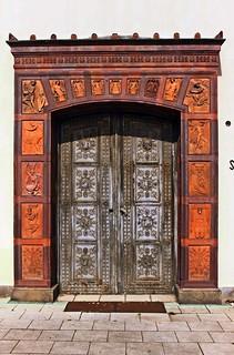 Das ehemalige linke Portal der Bauakademie, das heute den Eingang zur Schinkelklause bildet.