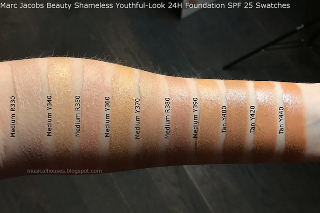 Marc Jacobs Foundation Shameless Swatches Youthful-Look 24H Foundation SPF 25