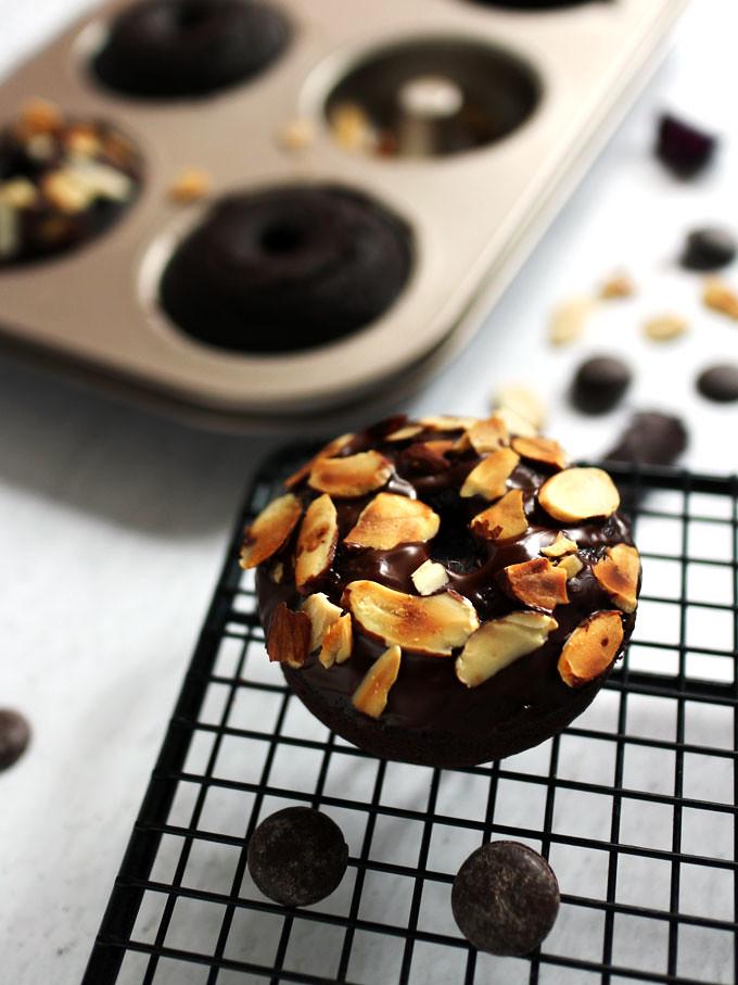 全素雙層巧克力烤甜甜圈 vegan-baked-double-chocolate-doughnuts (4)