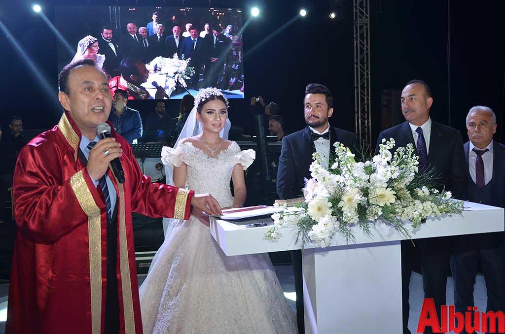 Alanya Belediye Başkan Yardımcısı Ali Yenialp, Dilara Sezen, Yılmaz İçmen, Dışişleri Bakanı Mevlüt Çavuşoğlu