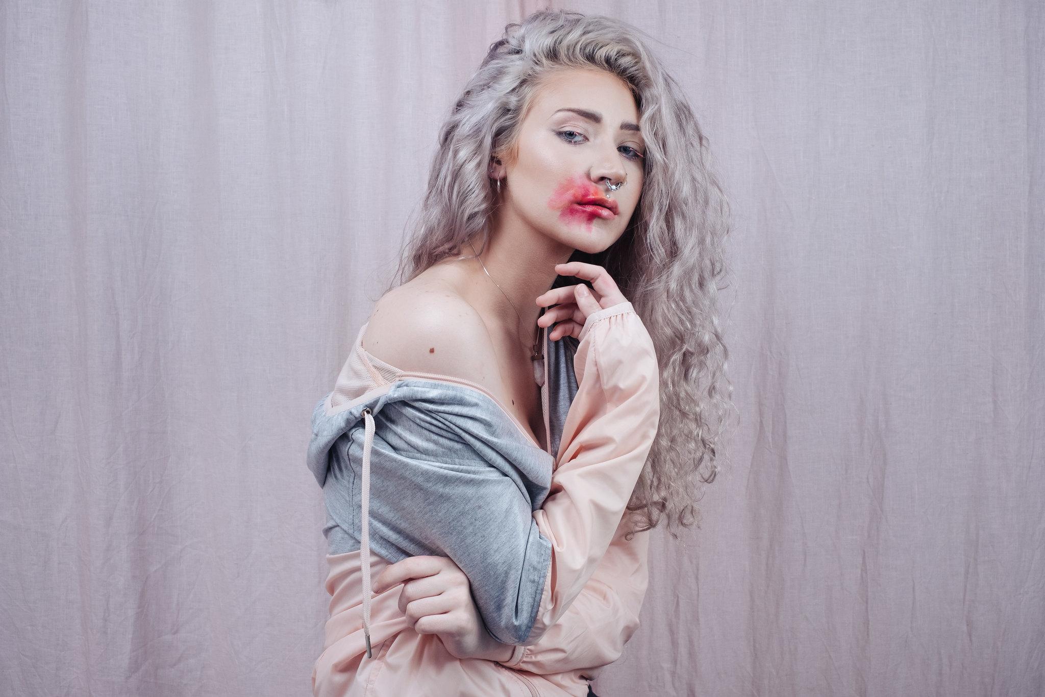 Scarlet Lipstick-2596-Edit