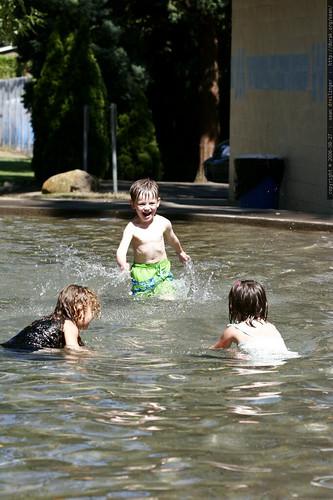 oregon, west linn, 2006-08-27, nick, wading pool _MG_9977