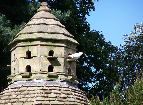 Dovecote at Nymans Garden 5 | by sidebog7