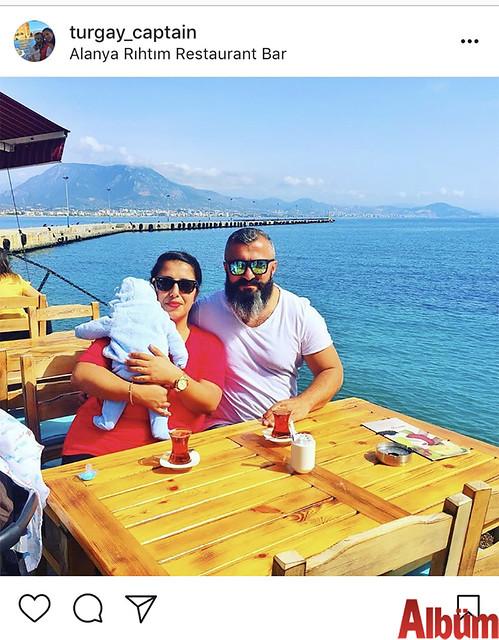 Island Yat sahibi Turgay Meşe, eşi Merve Meşe ve Tuğra bebek, Rıhtım Restoran'da bahar havasının tadını çıkardı.