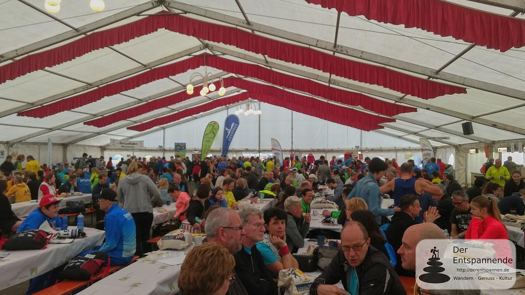 Zelt beim 11. Marathon Deutsche Weinstraße in Bockenheim