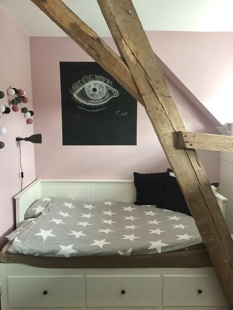 Meisjes slaapkamer roze muur