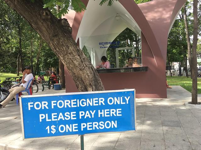 アジアで特に多い外国人だけ有料
