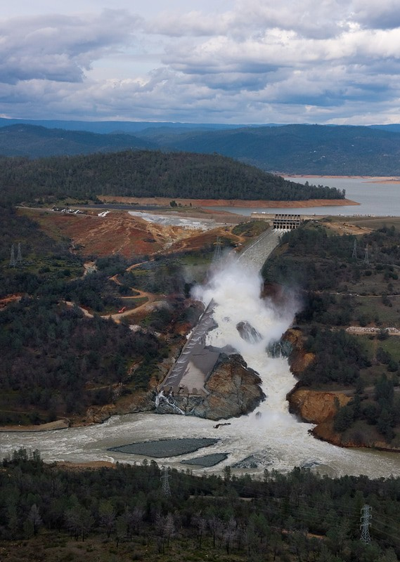 Oroville Dam Catastrophe - Dyxum - Page 1