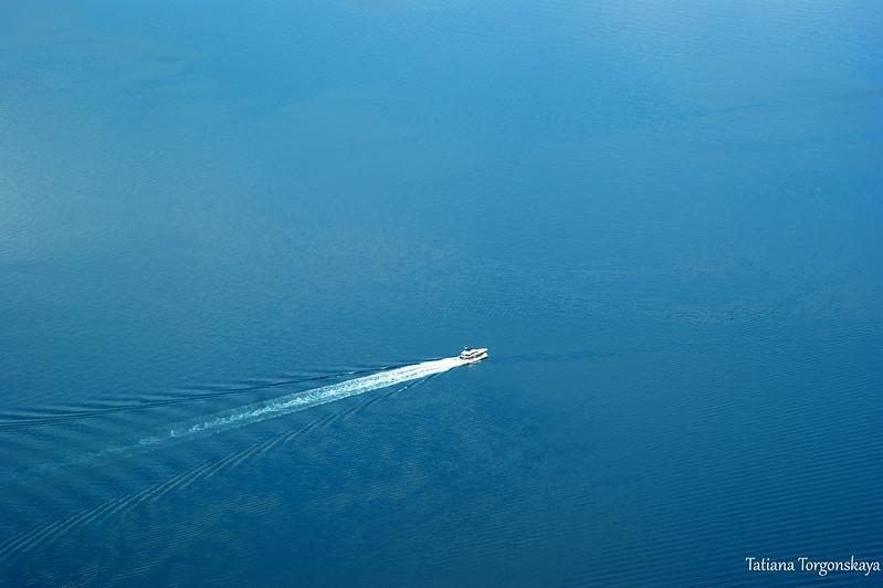 Вид сверху на кораблик в Адриатическом море