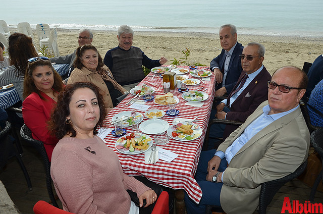 CHP Antalya Milletvekili Mustafa Akaydın, CHP İlçe Başkanı Ali Takavut ve partililer hep birlikte hatıra fotoğrafı çektirdi.