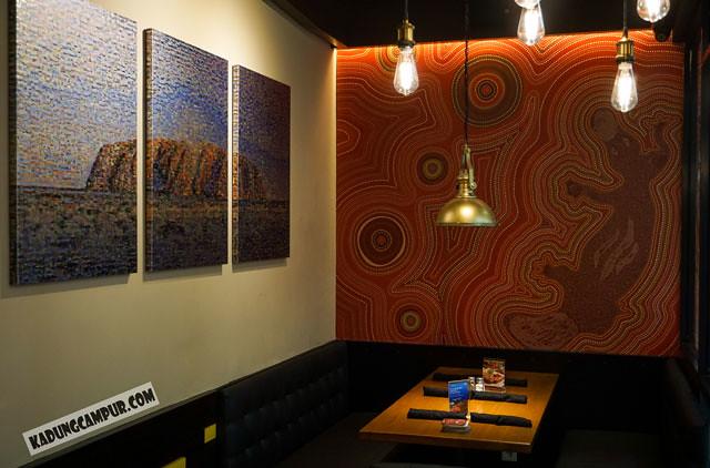 outback steakhouse pasaraya blok m decoration aborigin australia 2 - kadungcampur