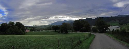 20120924 26 073 Jakobus Pyrenäen Wolken Bäume Wiese_P01