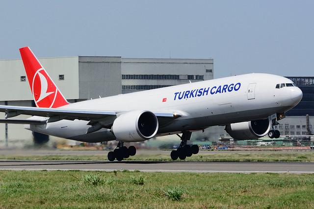 Turkish Airlines TC-LJM Boeing, Nikon D7100, Sigma 70-200mm F2.8 EX DG OS HSM