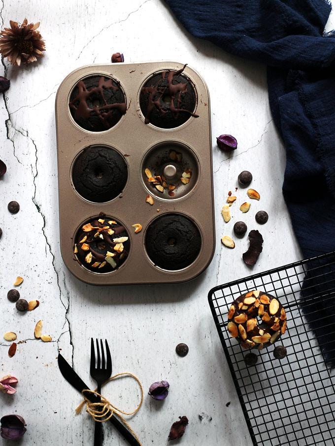 全素雙層巧克力烤甜甜圈 vegan-baked-double-chocolate-doughnuts (1)