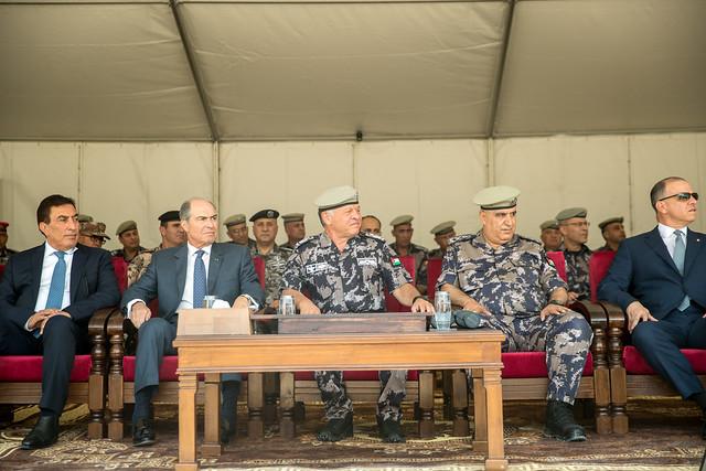 جلالة الملك عبدالله الثاني، القائد الأعلى للقوات المسلحة، يتابع تمرينا تعبويا للمديرية العامة للدفاع المدني في منطقة غمدان