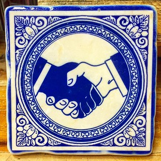 #henribanks #againstracism #racism #shakehands #makeartnotwar #bluedelft #marbleidols #marmor #marbletiles #antiquemarble #italianmarble