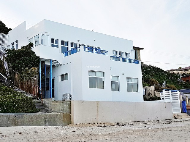The Beachfront White House 01 - Exterior Facade